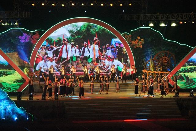 Ấntượng đêm hội sắc Xuân miền Tây xứ Nghệ năm 2020 - 3