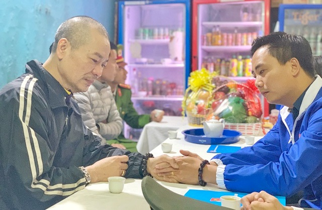 Thành đoàn Hà Nội thăm, động viên các gia đình chiến sỹ hy sinh tại Đồng Tâm - 1