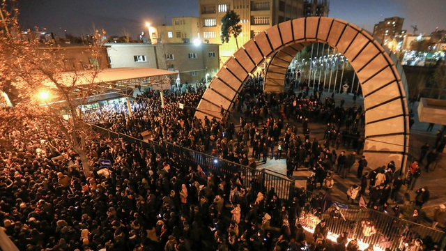 Iran triệu Đại sứ Anh vì cáo buộc tham gia biểu tình trái phép - 2