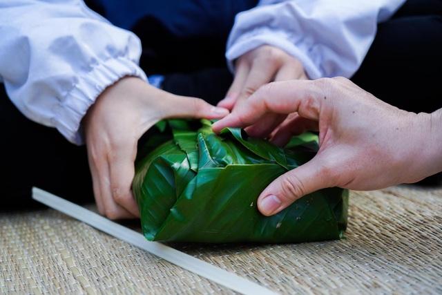 Học sinh trường Lương Thế Vinh gói 1.250 bánh chưng tặng người nghèo - 7