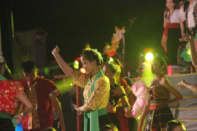 Ấntượng đêm hội sắc Xuân miền Tây xứ Nghệ năm 2020 - 6
