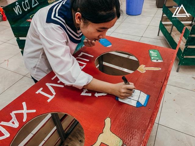 Học sinh trường Lương Thế Vinh gói 1.250 bánh chưng tặng người nghèo - 6