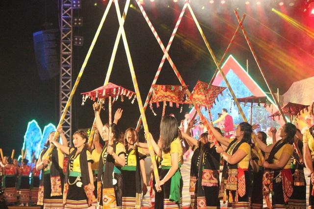Ấntượng đêm hội sắc Xuân miền Tây xứ Nghệ năm 2020 - 5