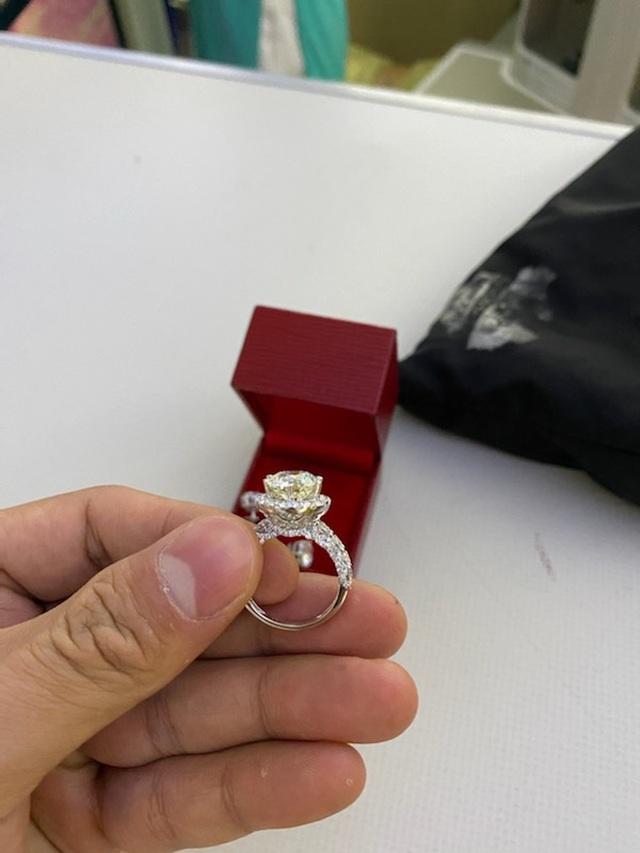 """Nữ đại gia """"đãng trí"""" bỏ quên cả túi kim cương trên máy bay Vietnam Airlines - 2"""