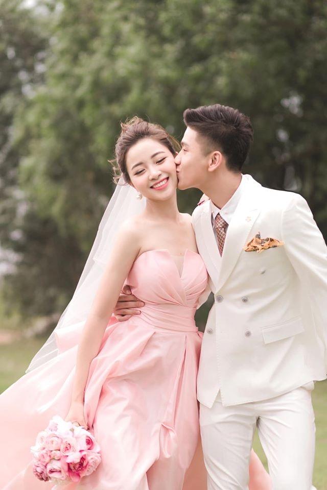Ngắm bộ ảnh cưới tình bể bình của cầu thủ Phan Văn Đức và hot girl Nghệ An - 9