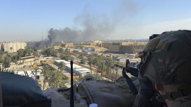 Tấn công bằng rocket rung chuyển căn cứ Mỹ tại Iraq giữa lúc căng thẳng - 1