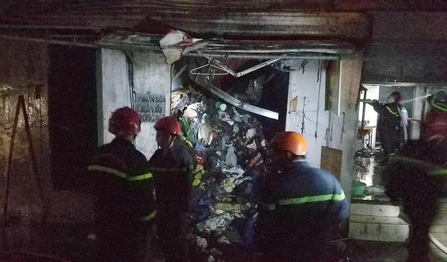 Cháy 1 căn nhà và 9 ki ốt, nhiều tài sản bị thiêu rụi - 2