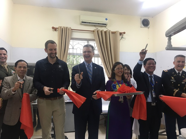 Đại sứ Mỹ thăm các cựu chiến binh, trẻ khuyết tật ở ngôi làng đặc biệt - 4