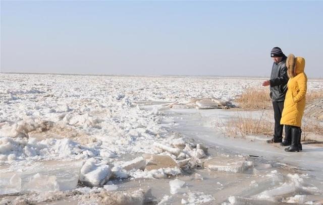 Khoảnh khắc ngoạn mục hơn 20 km sông Hoàng Hà đóng băng trắng xóa - 3