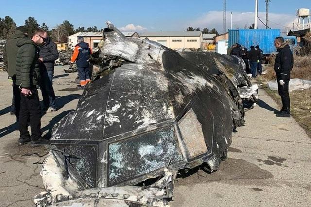 Tên lửa Iran bị nghi bắn trúng buồng lái máy bay Ukraine - 1