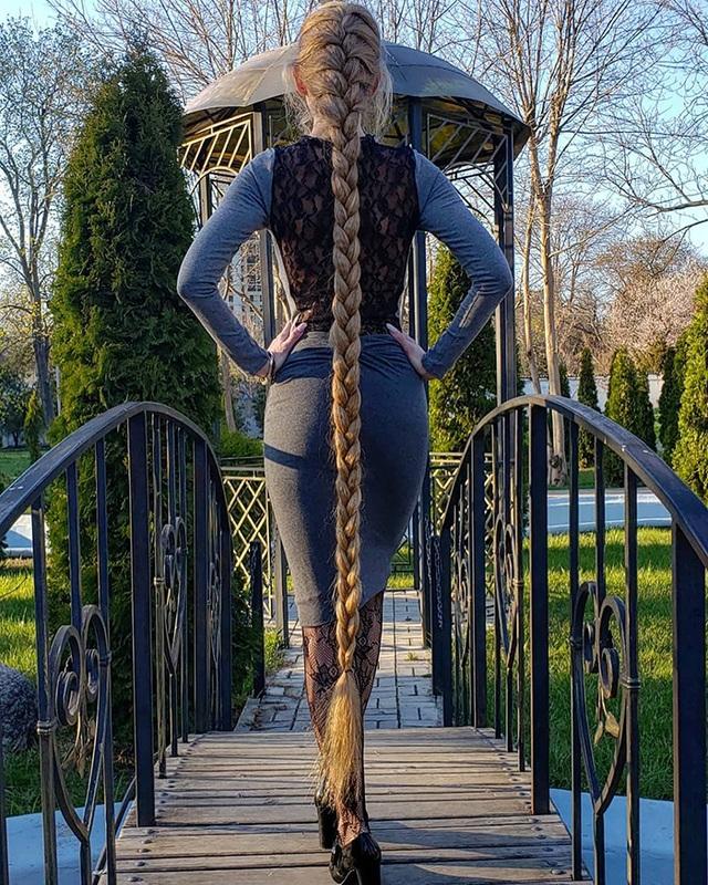 Bí quyết nuôi mái tóc dài suông mượt của cô gái xinh đẹp - 2