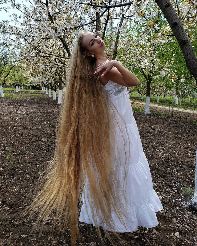 Bí quyết nuôi mái tóc dài suông mượt của cô gái xinh đẹp - 3