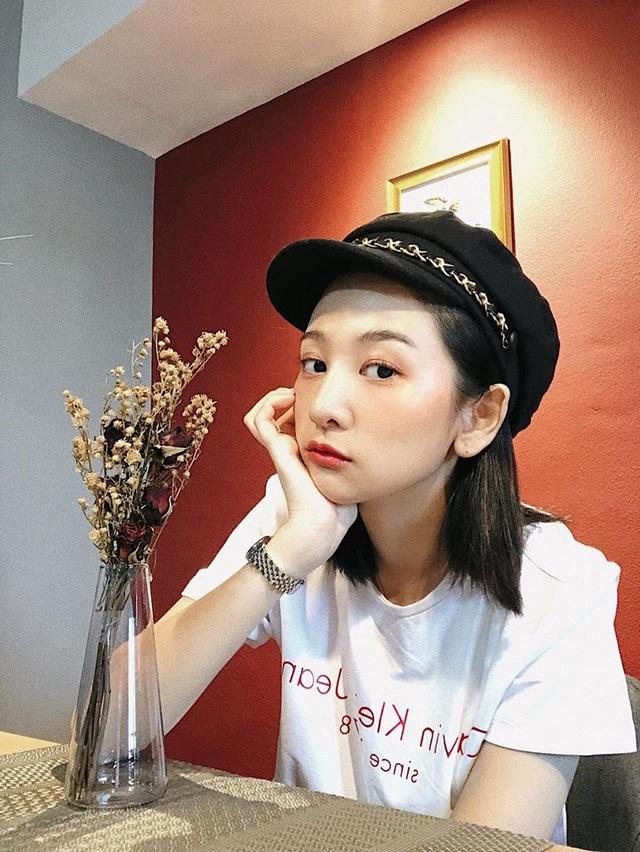 Nữ trợ lý phiên dịch xinh đẹp của U23 Việt Nam ở Thái Lan - 4