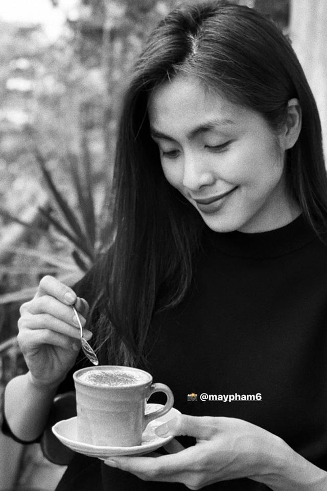 """Tăng Thanh Hà, Hoa hậu H'Hen Niê """"lê la"""" quán xá vỉa hè khi ra Hà Nội - 7"""