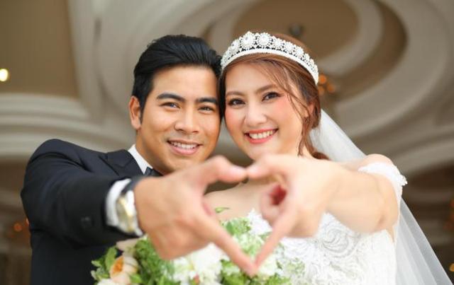 """Sao Việt công khai ly hôn năm 2019: người """"gương vỡ lại lành"""", cặp đấu tố """"ồn ào"""" - 10"""