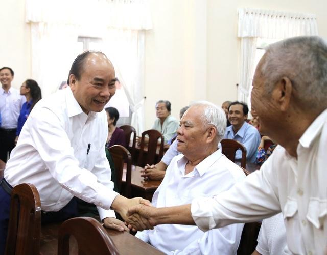 Thủ tướng chúc Tết, trao quà tại Cần Thơ - 1