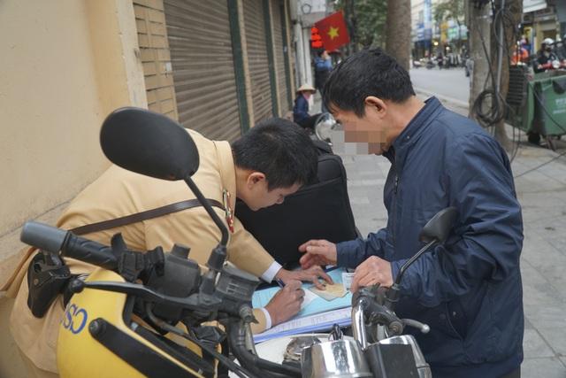 Hà Nội: Nể nang chén rượu tất niên, lái xe bị tước giấy phép 17 tháng - 6