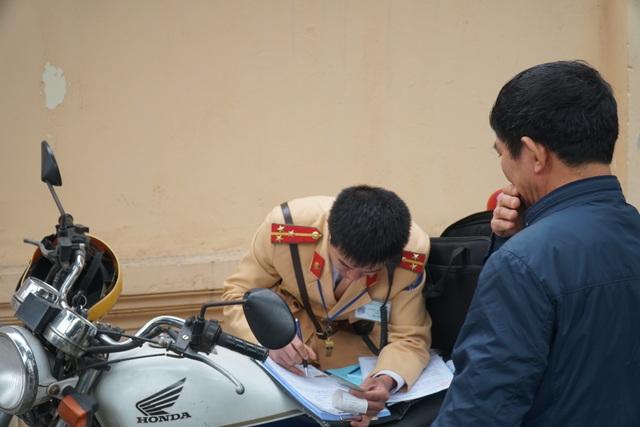 Hà Nội: Nể nang chén rượu tất niên, lái xe bị tước giấy phép 17 tháng - 7