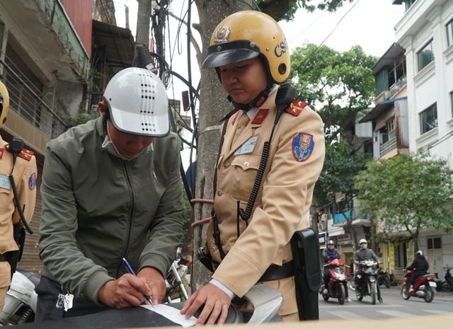 Hà Nội: Nể nang chén rượu tất niên, lái xe bị tước giấy phép 17 tháng - 9