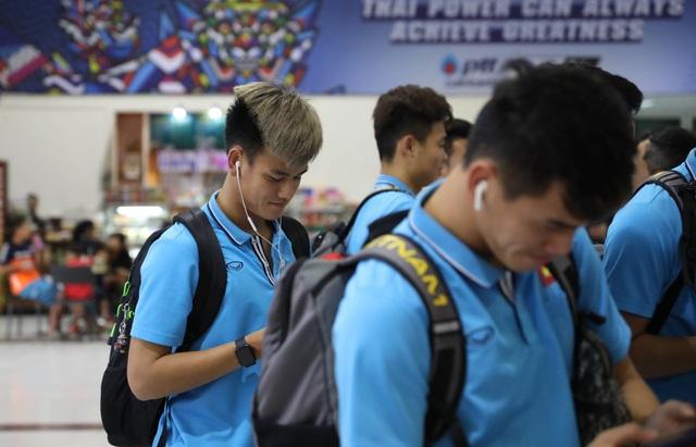 U23 Việt Nam chạm trán U23 Triều Tiên ở sân bay về Bangkok - 11