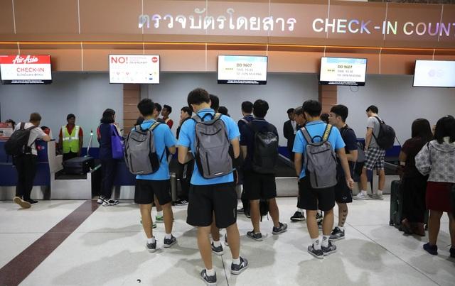 U23 Việt Nam chạm trán U23 Triều Tiên ở sân bay về Bangkok - 5