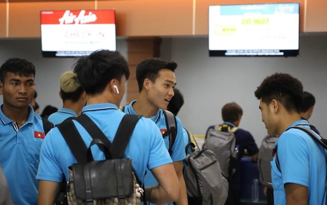 U23 Việt Nam chạm trán U23 Triều Tiên ở sân bay về Bangkok - 14