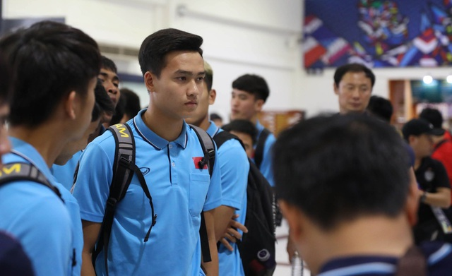 U23 Việt Nam chạm trán U23 Triều Tiên ở sân bay về Bangkok - 15