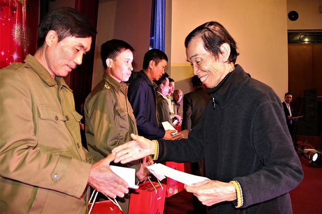Ấm tình Xuân đêm giao lưu ủng hộ dân nghèo Hà Tĩnh đón Tết - 17