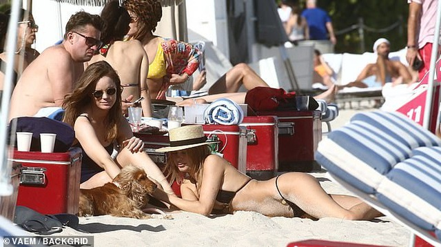 Kimberley Garner gợi cảm đi tắm biển ở Miami - 6
