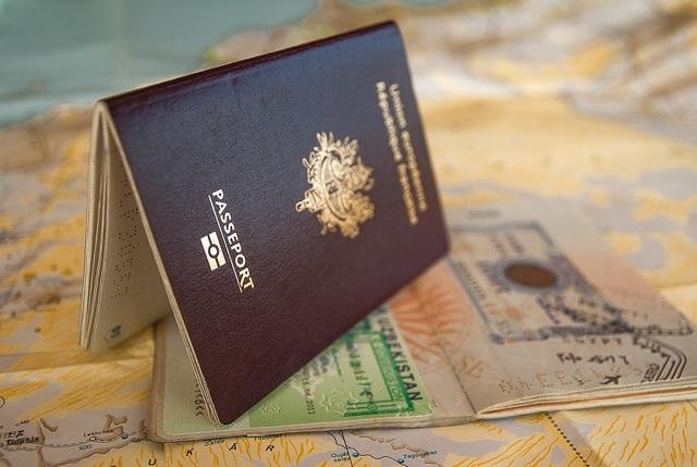Tốn hàng trăm triệu đồng chỉ vì sơ xuất để một giọt nước rơi vào hộ chiếu - 4