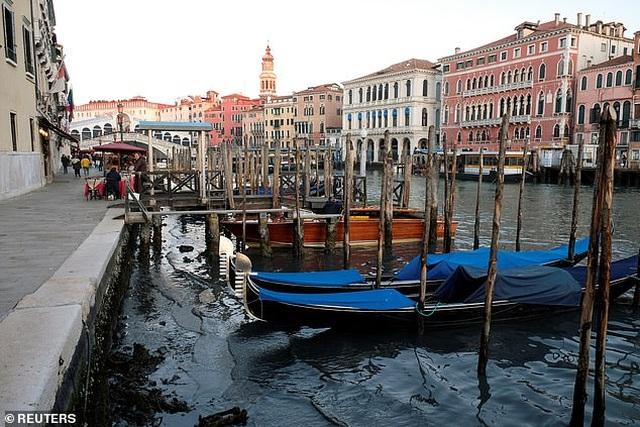 """Hết ngập lụt lại đến khô hạn, """"thánh đường du lịch"""" Venice khốn khổ vì... nước - 5"""