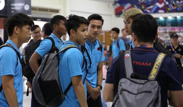 U23 Việt Nam chạm trán U23 Triều Tiên ở sân bay về Bangkok - 7