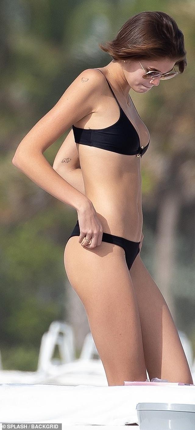 Kaia Gerber quyến rũ với áo tắm - 3