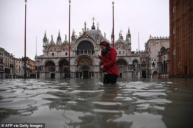 """Hết ngập lụt lại đến khô hạn, """"thánh đường du lịch"""" Venice khốn khổ vì... nước - 7"""