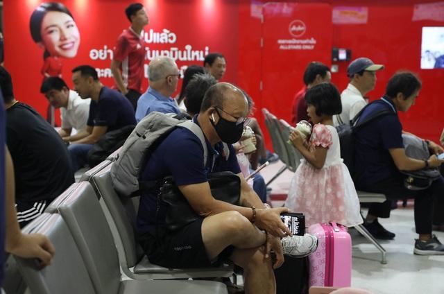 U23 Việt Nam chạm trán U23 Triều Tiên ở sân bay về Bangkok - 4