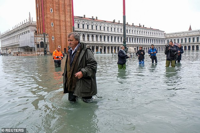 """Hết ngập lụt lại đến khô hạn, """"thánh đường du lịch"""" Venice khốn khổ vì... nước - 8"""