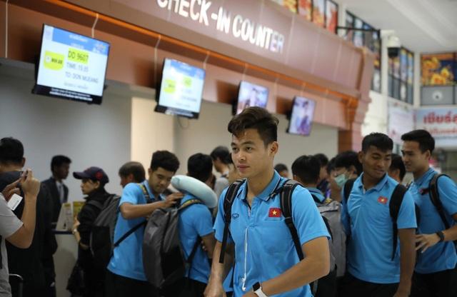 U23 Việt Nam chạm trán U23 Triều Tiên ở sân bay về Bangkok - 8