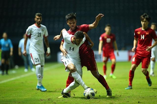 Không thắng được U23 Việt Nam, cầu thủ U23 Jordan đổ gục xuống sân - 9