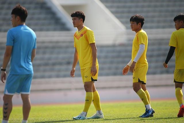 Cầu thủ U23 Việt Nam lộ vẻ mặt buồn bã trước giờ rời Buriram - 11