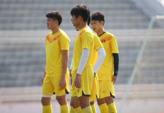 Cầu thủ U23 Việt Nam lộ vẻ mặt buồn bã trước giờ rời Buriram - 10
