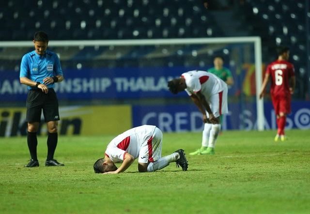 Không thắng được U23 Việt Nam, cầu thủ U23 Jordan đổ gục xuống sân - 10