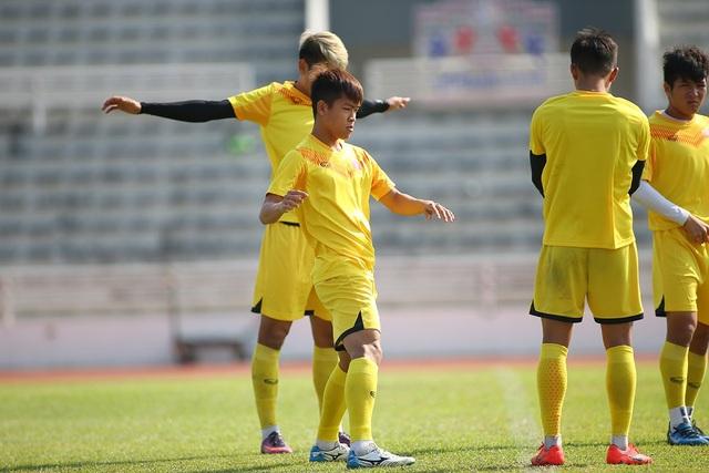 Cầu thủ U23 Việt Nam lộ vẻ mặt buồn bã trước giờ rời Buriram - 9