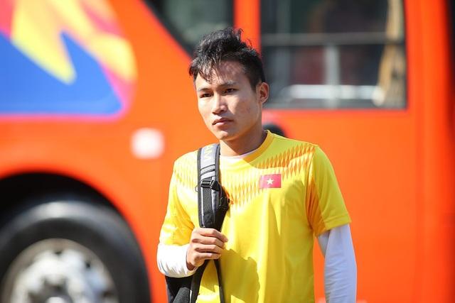 Cầu thủ U23 Việt Nam lộ vẻ mặt buồn bã trước giờ rời Buriram - 1