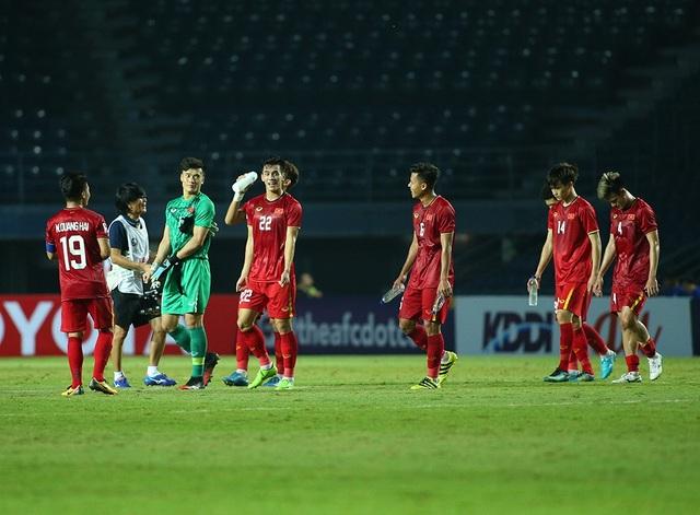 Thầy Park động viên, bắt tay từng cầu thủ U23 Việt Nam sau trận hoà Jordan - 6