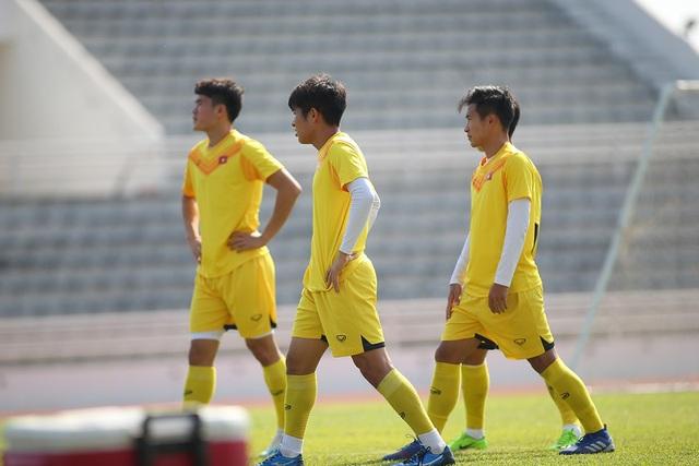 Cầu thủ U23 Việt Nam lộ vẻ mặt buồn bã trước giờ rời Buriram - 4