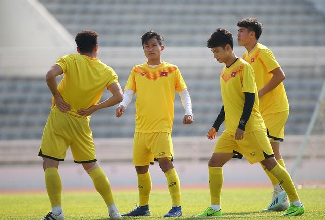 Cầu thủ U23 Việt Nam lộ vẻ mặt buồn bã trước giờ rời Buriram - 7