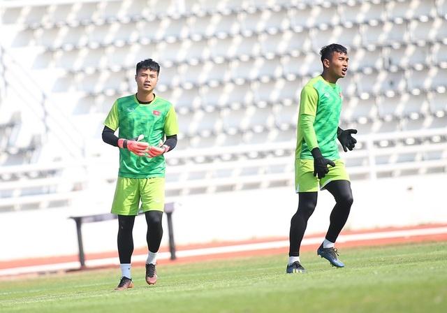 Cầu thủ U23 Việt Nam lộ vẻ mặt buồn bã trước giờ rời Buriram - 8