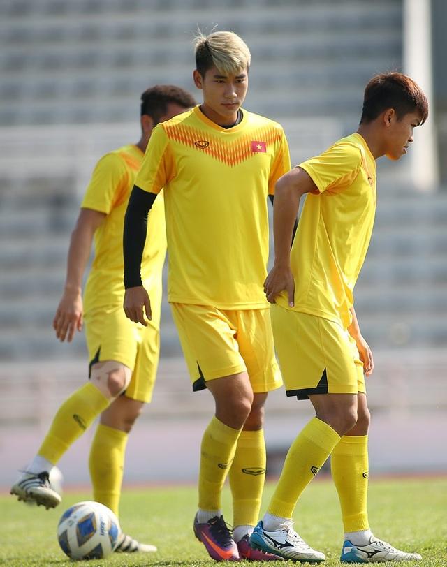 Cầu thủ U23 Việt Nam lộ vẻ mặt buồn bã trước giờ rời Buriram - 6
