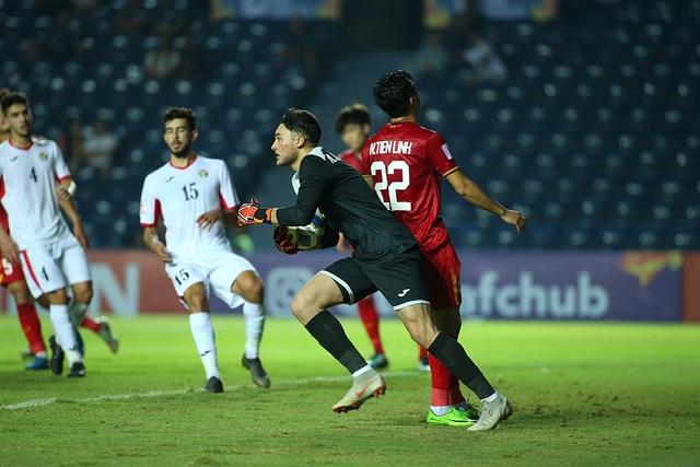 Không thắng được U23 Việt Nam, cầu thủ U23 Jordan đổ gục xuống sân - 4