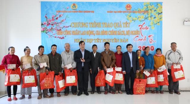 Bộ trưởng Bộ Kế hoạch - Đầu tư tặng quà, động viên người lao động nhân dịp Xuân về - 3